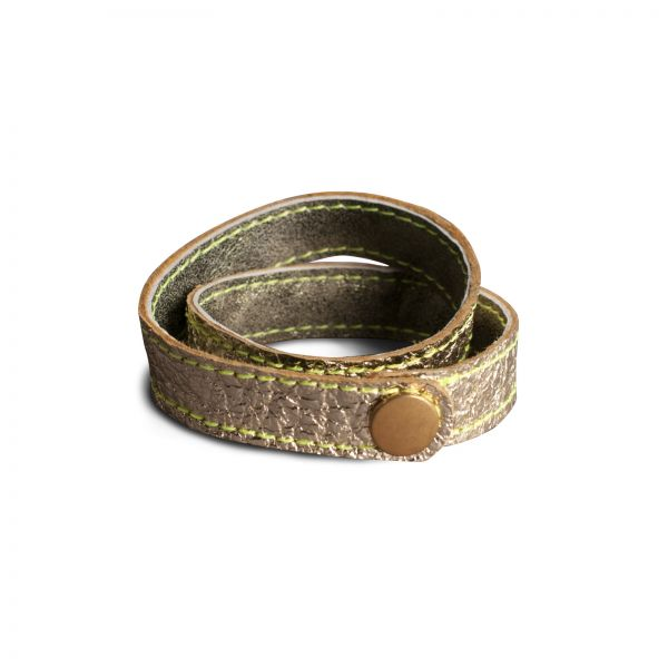 WRAP BRACELET,  Lederarmband zum Wickeln in gold glänzend innen oliv, Druckknopf altmessing