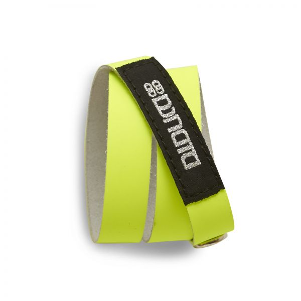 WRAP BRACELET, Lederarmband in neon matt mit Label